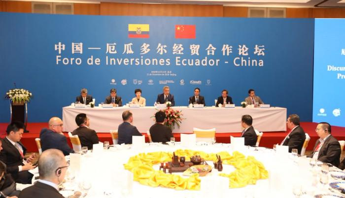El viaje tiene por objetivo atraer las inversiones chinas al país y fomentar las exportaciones ecuatorianas al gigante asiático, además de negociar la deuda que mantiene Ecuador con China.