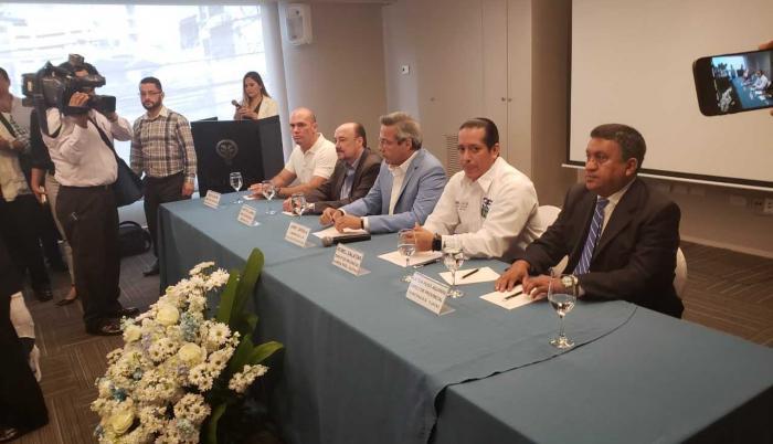 A la cita también acudió Gustavo Larrea, como director nacional de Democracia Sí, a respaldar las próximas candidaturas.