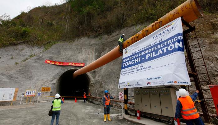 La hidroeléctrica ubicada entre Santo Domingo y Pichincha es uno de los proyectos emblemáticos del gobierno anterior. Su construcción, sin embargo, tuvo un freno por desavenencias con los constructores. Su operación sigue en espera.