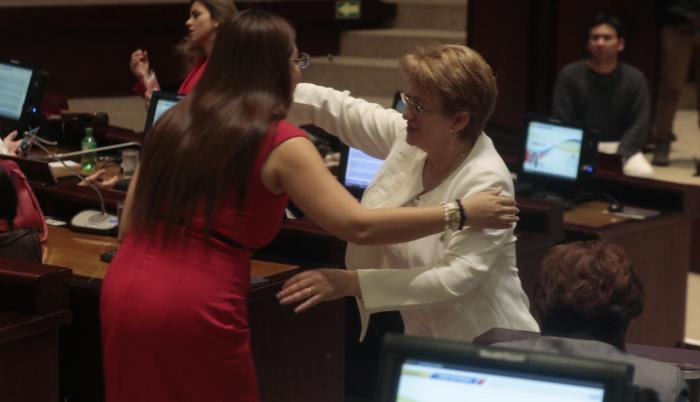 Sofía Espín y Norma Vallejo durante la sesión 551 del Pleno.
