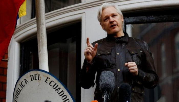 Assange, asilado en la embajada de Ecuador en Londres desde 2012,  mantiene una orden de detención por parte de la justicia británica.