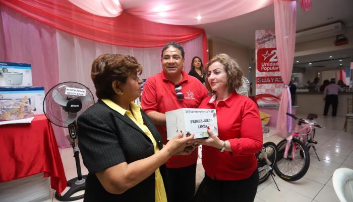 Acto. Unidad Popular organizó un bingo en Guayaquil para recolectar recursos y presentar a sus candidatos.