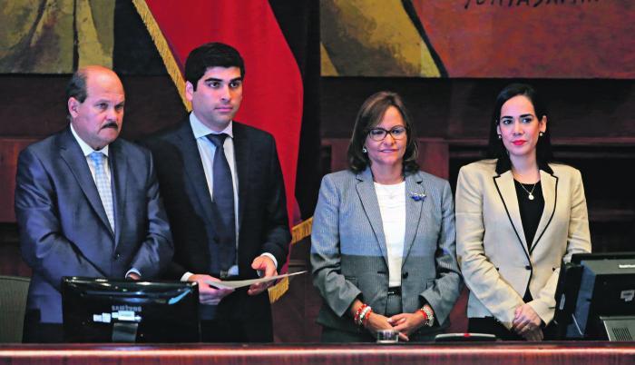 La posesión. Otto Sonnenholzner, junto a Carlos Bergmann y Elizabeth Cabezas.