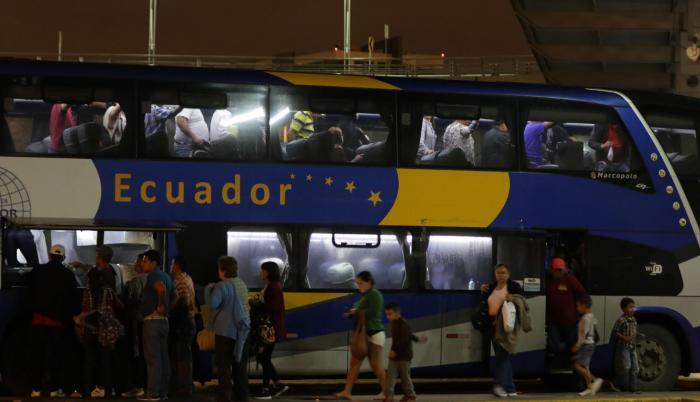 De Guayaquil toman un bus a Tumbes que cuesta 15 dólares y allí a Lima, con un precio de $ 27.