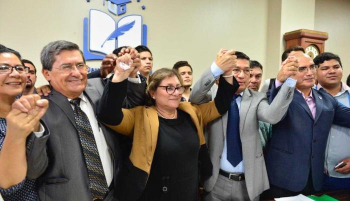 Dirigentes universitarios dicen que Gulnara Borja no reúne el perfil para ser rectora, pues solo tendría 10 meses como docente en Ecuador y el resto en una universidad de Brasil.