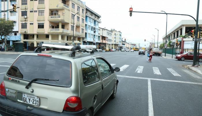 Referencial. En los semáforos también hay vendedores informales y presencia de mendicidad.