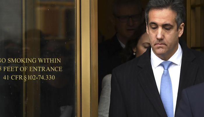 Cohen al momento de salir de la corte, tras recibir su sentencia.