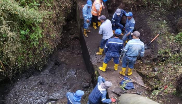 Cerca de 20 personas trabajan en el arreglo del sistema Tesalia.
