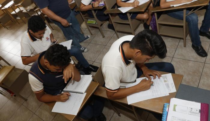 Imagen referencial. Los estudiantes que ya pertenecen al sistema educativo fiscal no deben realizar este proceso, ya que tienen matrícula automática para el siguiente año lectivo.