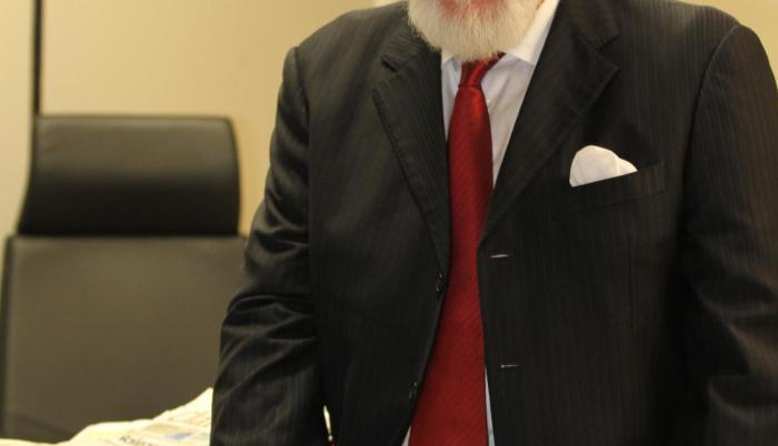 Huerta Montalvo es médico de profesión.