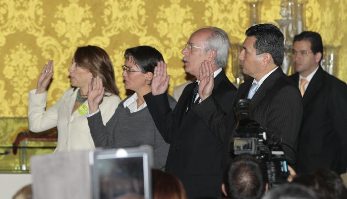 Referencia. Romero el día en que fue posesionado junto con otros ministros en Carondelet.