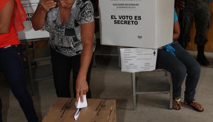 Imágenes de las elecciones seccionales de 2014.