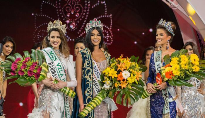 Certamen. Sthefany Gutiérrez (c), Miss Venezuela 2017, durante su coronación el pasado 9 de noviembre.