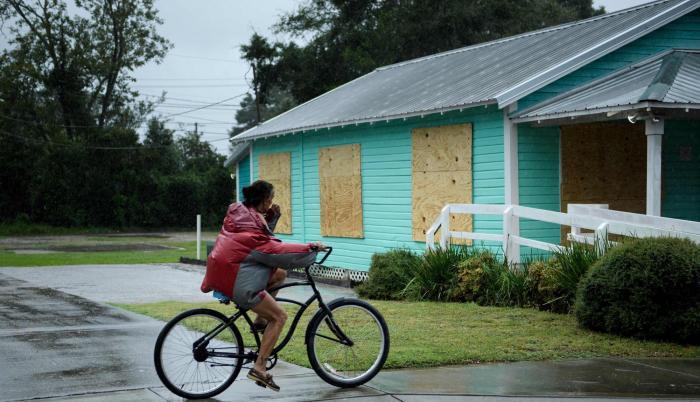 """Michael toca tierra en la costa de Florida con vientos """"catastróficos"""""""