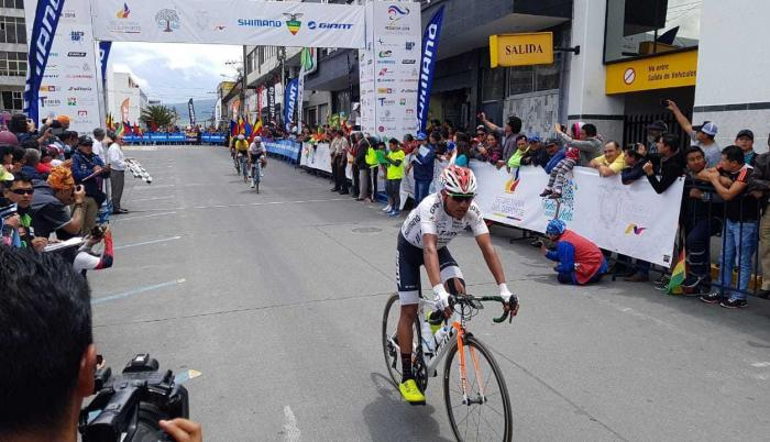 Pablo Caicedo cumplió un tiempo de tres horas y siete minutos.