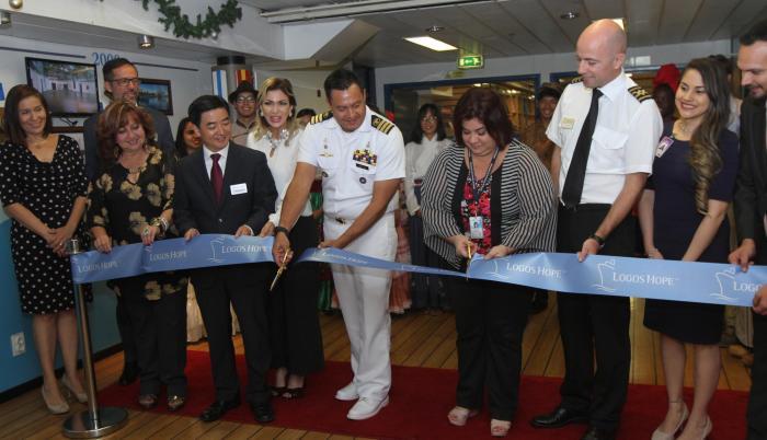 Inauguración. Autoridades portuarias, del Concejo y delegados de la Gobernación participaron de la ceremonia de apertura. (Cristian Vasconez / EXPRESO)