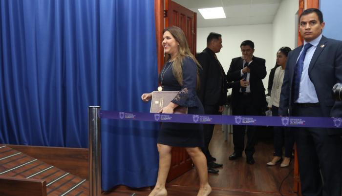 Vicuña, elegida en enero con el voto de 70 asambleístas, renunció el martes tras ser acusada de presuntos cobros indebidos de dinero.