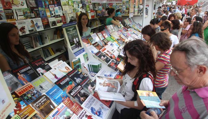 Personas acudieron al primer día de la Feria del Libro 2018.