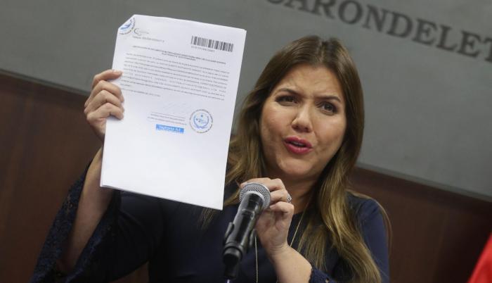 El 27 de noviembre María Alejandra Vicuña dio una rueda de prensa en el Salón Azul de Carondelet donde habló sobre las supuestos diezmos cobrados a un exasesor.