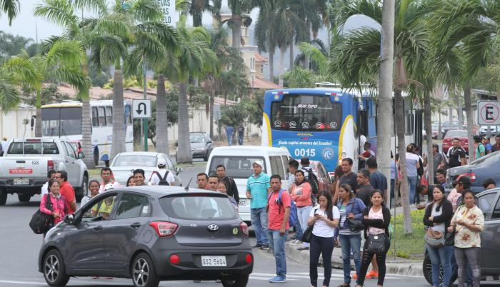 Hecho. Para algunos residentes, además de ruido y contaminación, los autobuses afectarán la calzada.