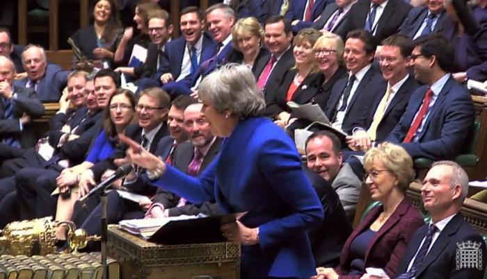 """El Ejecutivo de la primera ministra británica, Theresa May, fue acusado de que sus planes son un """"engaño"""" para presionar a los diputados para que respalden el acuerdo consensuado con Bruselas."""