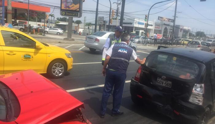 Los agentes de la ATM controlan estas colisiones para que el tráfico no se vuelva más intenso.
