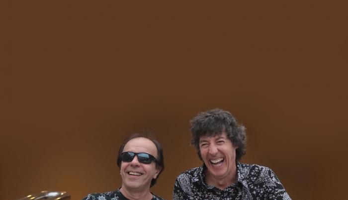 Este grupo de rock uruguayo se formó en 1984. En 1986 presentaron su primer EP. Actualmente tienen 15 álbumes de estudio. En su actual formación están Roberto Musso, Gustavo Antuña, Santiago Tavella, Álvaro Pintos y Santiago Marrero.
