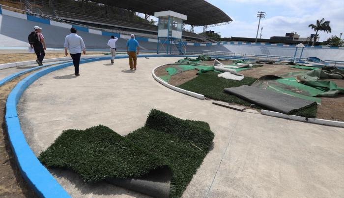 Ciclismo. El superdromo tenía levantado el centro de la pista por el viento. El resto no tenía novedades.