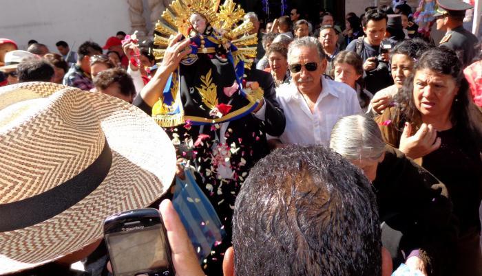 La procesión, que inició a las 09:40 de este lunes 24 de diciembre, reunió a unos 100 mil feligreses. (Jaime Marín / Extra)