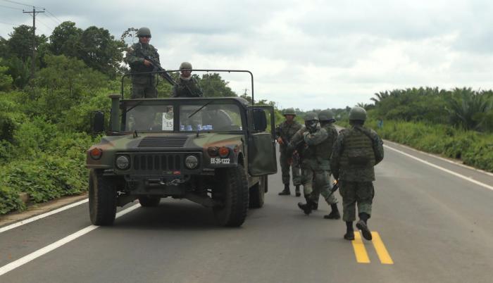 Mataje. Los controles y patrullajes en la frontera se ejecutan con vehículos blindados y artillería de guerra.