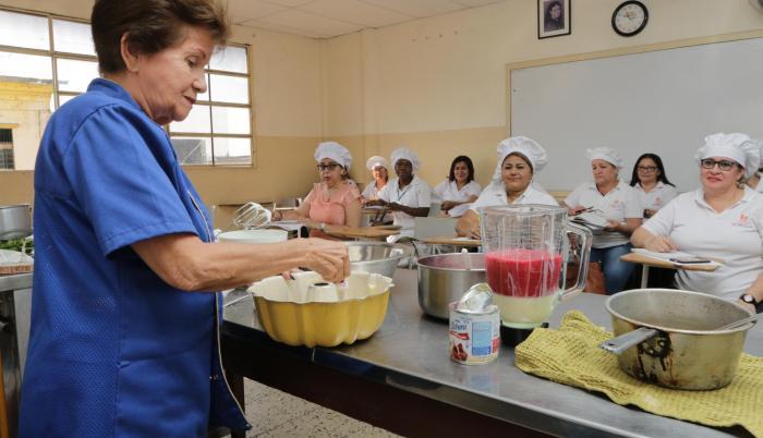 Gastronomía. Esta es una de las dieciséis carreras que se imparten a las mujeres que estudian en la fundación.