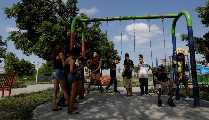 Oportunidades. Jóvenes, considerados 'ninis' en un parque del norte de México sin mucho que hacer.
