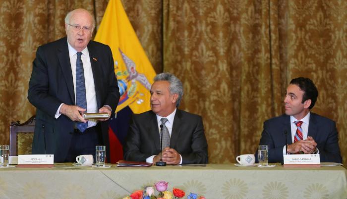 """Lenín Moreno tuvo un día agitado. Presidió la ceremonia por el aniversario de la FAE, se reunió con posibles inversionistas chilenos (foto) y terminó con una cadena de radio y televisión. Allí reiteró su exhorto a las funciones del Estado """"a actuar con ra"""