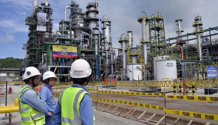 Labor. Un grupo de expertos en la refinería de petróleo de Esmeraldas.