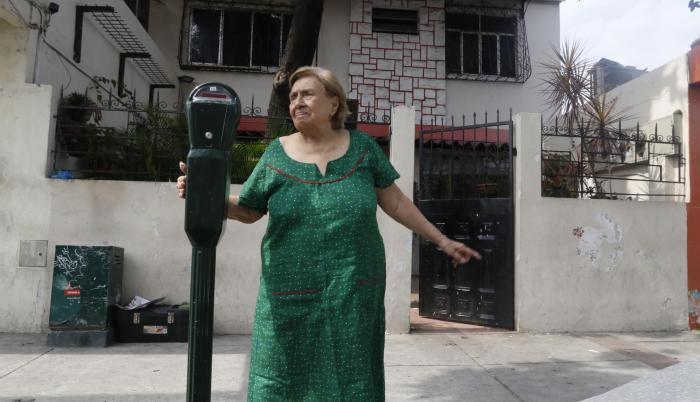 Vecina. Evita Navarrete ama a su barrio, pero este dejó hace tiempo de ser el lugar que alguna vez la enamoró.