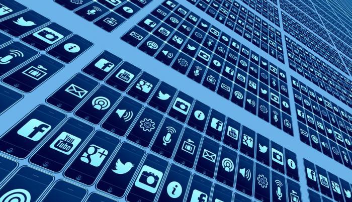 50 %  de candidatos en las elecciones de 2014 utilizaron un perfil personal de Facebook.
