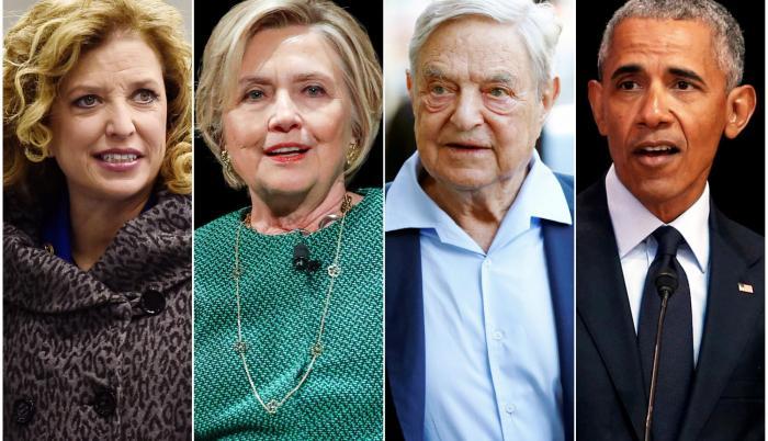 De izquierda a derecha: Debbie Wasserman Schultz, Hillary Clinton, George Soros y Barack Obama.