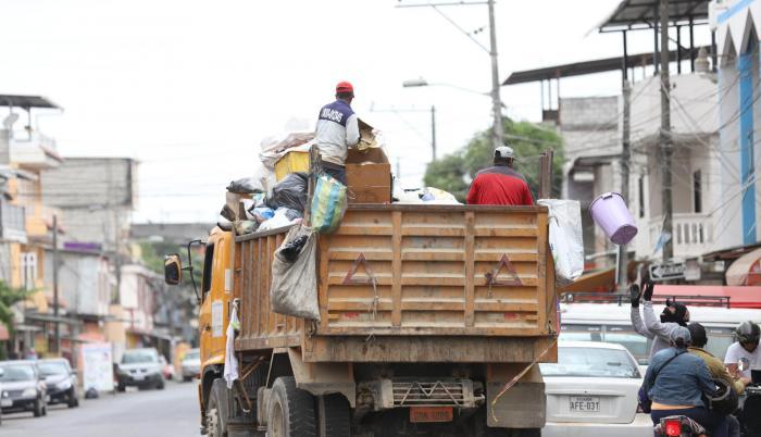 Espera. La recolección de la basura en el cantón se la realiza de manera antitécnica.