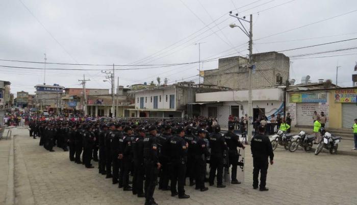 Agentes de policía acudieron a la parroquia para la reconstrucción de los hechos