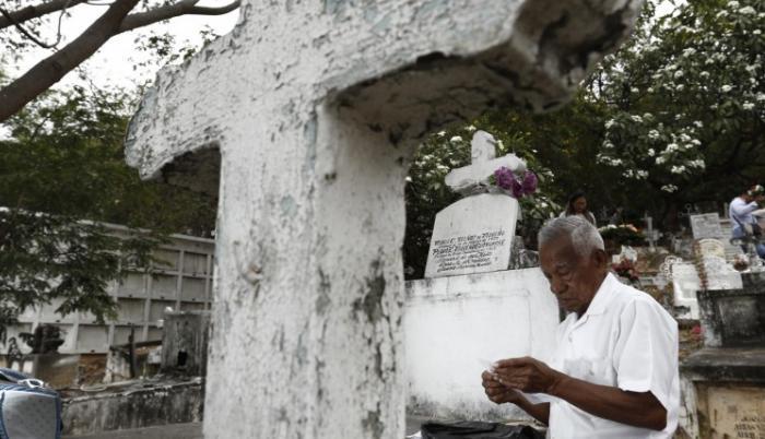 Un buen hijo. Hugo Moreno llegó ayer a honrar la memoria de su madre, fallecida hace 78 años.