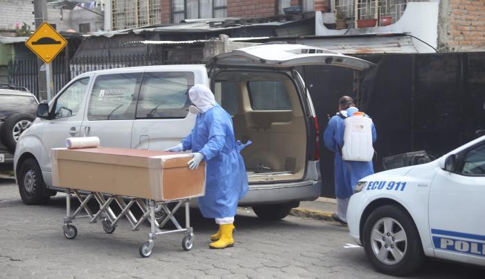 Covid-19_Levantamiento de cadáveres_Criminalística_Quito