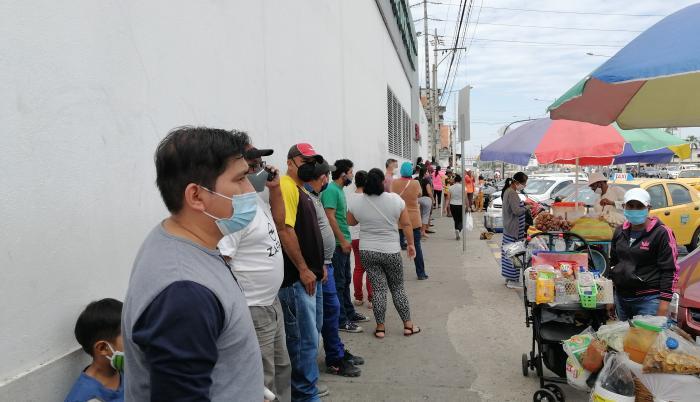 fila en tiempo de coronavirus