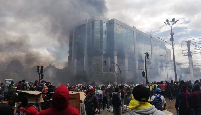 El edificio de la Contraloría fue quemado en las protestas de octubre