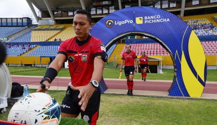 arbitros-fútbol-LigaPro-físicos