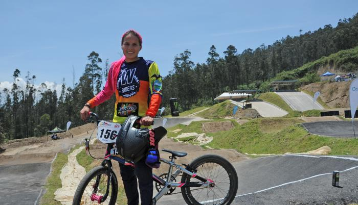 Doménica-Azuero-Bicicross-Deportes