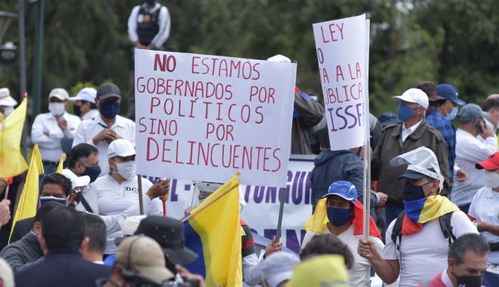 PROTESTAS MILITARES Y POLICÍAS