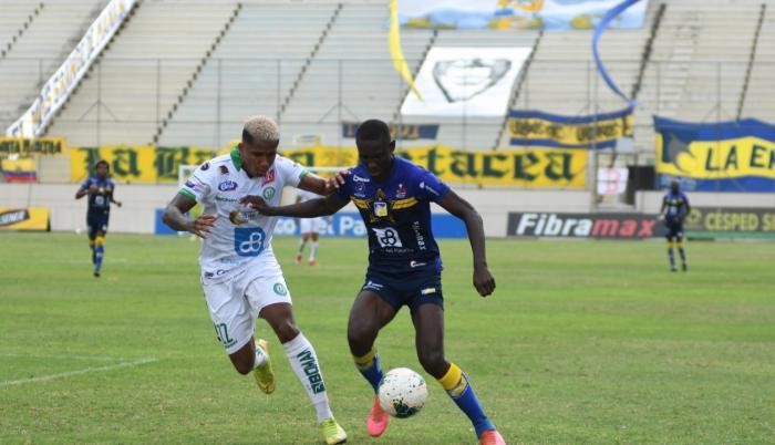 Delfín pasó por encima a Liga de Portoviejo.