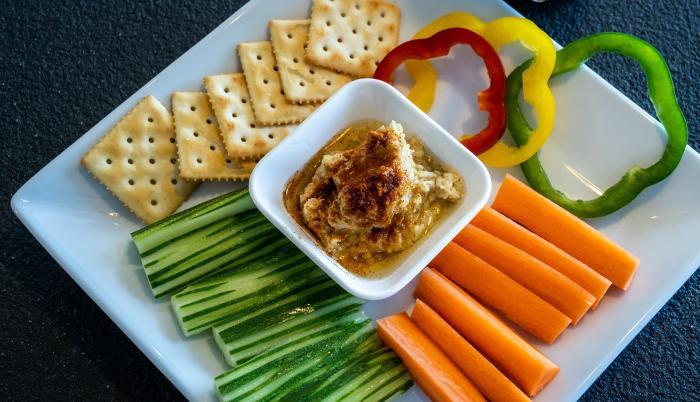 Receta de hummus y vegetales