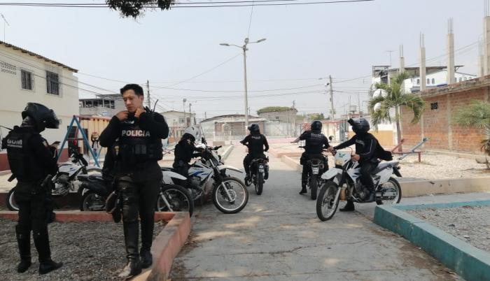 Policías en el sector de Guangala, al sur de Guayaquil.