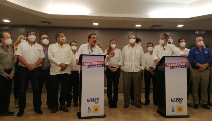 Jaime Nebot, exalcalde de Guayaquil, junto al candidato presidencial Guillermo Lasso.